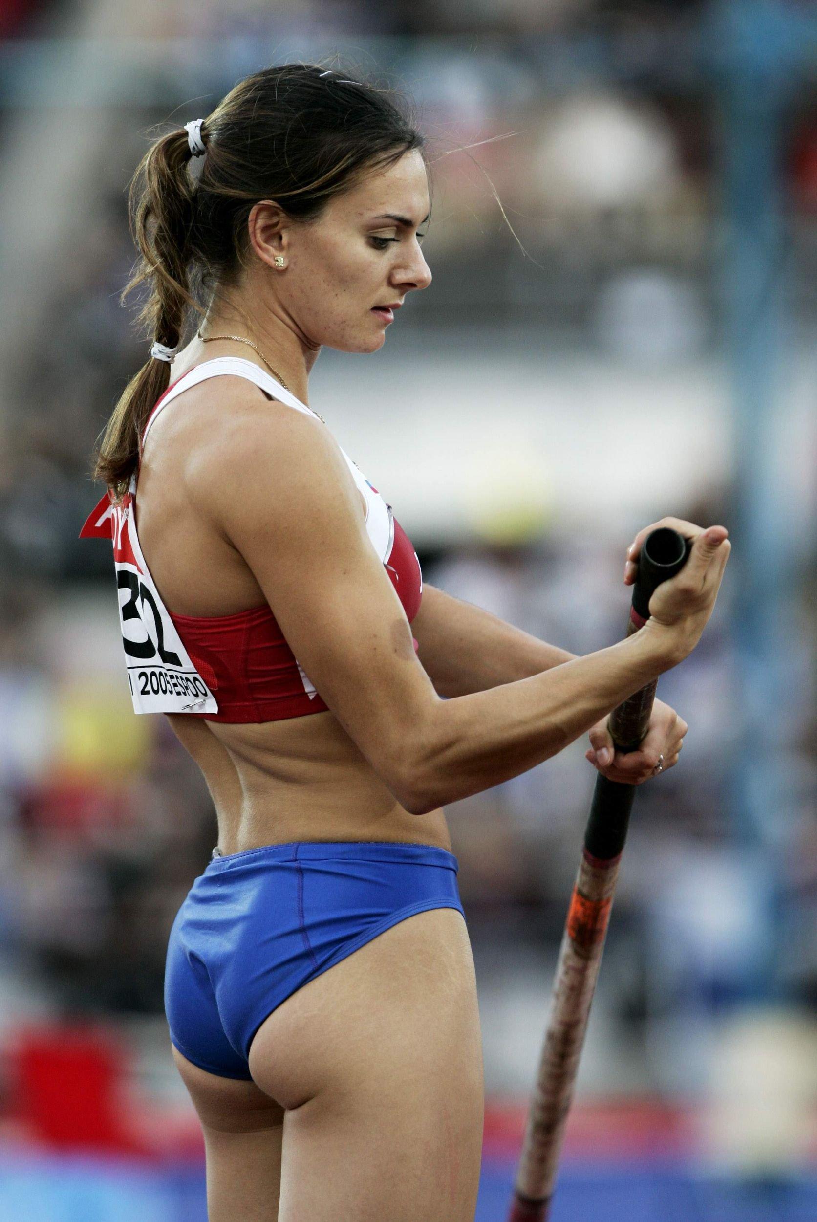sportsmenka-pokazala-foto-baba-naklonilas-do-zemli-foto