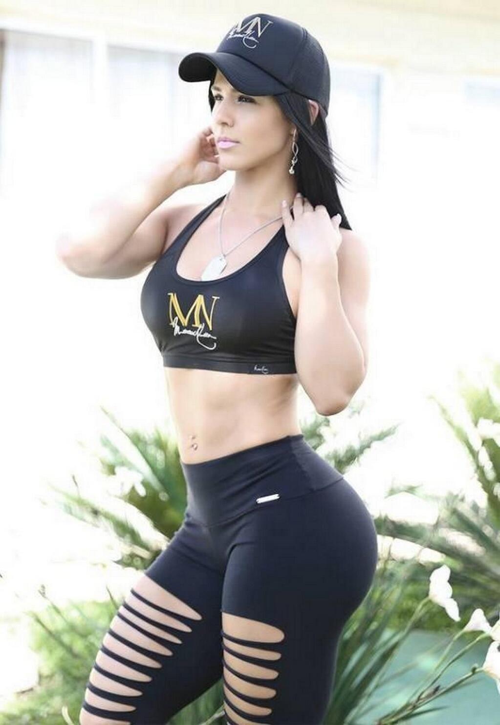 big booty girl public photo
