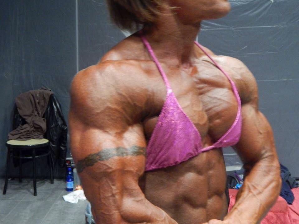 nude pec muscle women