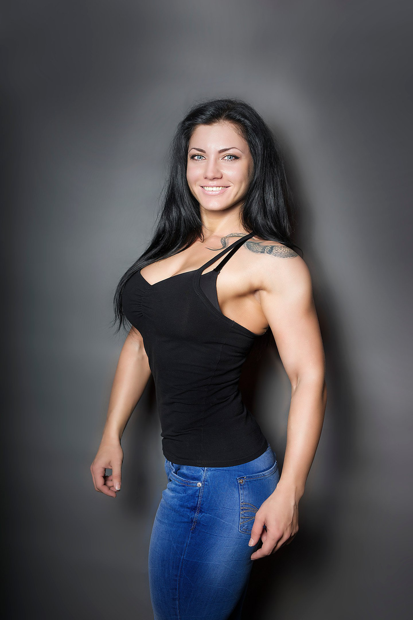 Muscle Girl Armwrestling - YouTube