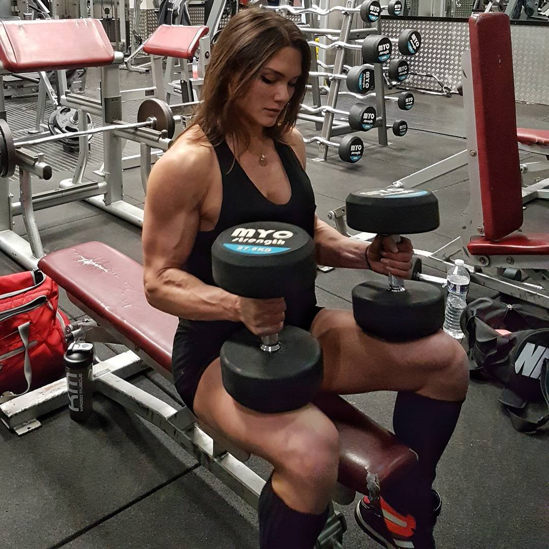 Two Muscle Girls Armwrestling - YouTube